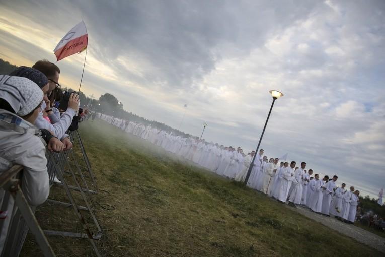 CBOS: Ponad połowa Polaków pozytywnie o Kościele katolickim